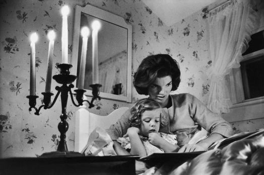 Jackie Kennedy Reading to her Daughter Caroline, by Alfred Eisenstaedt, 1960